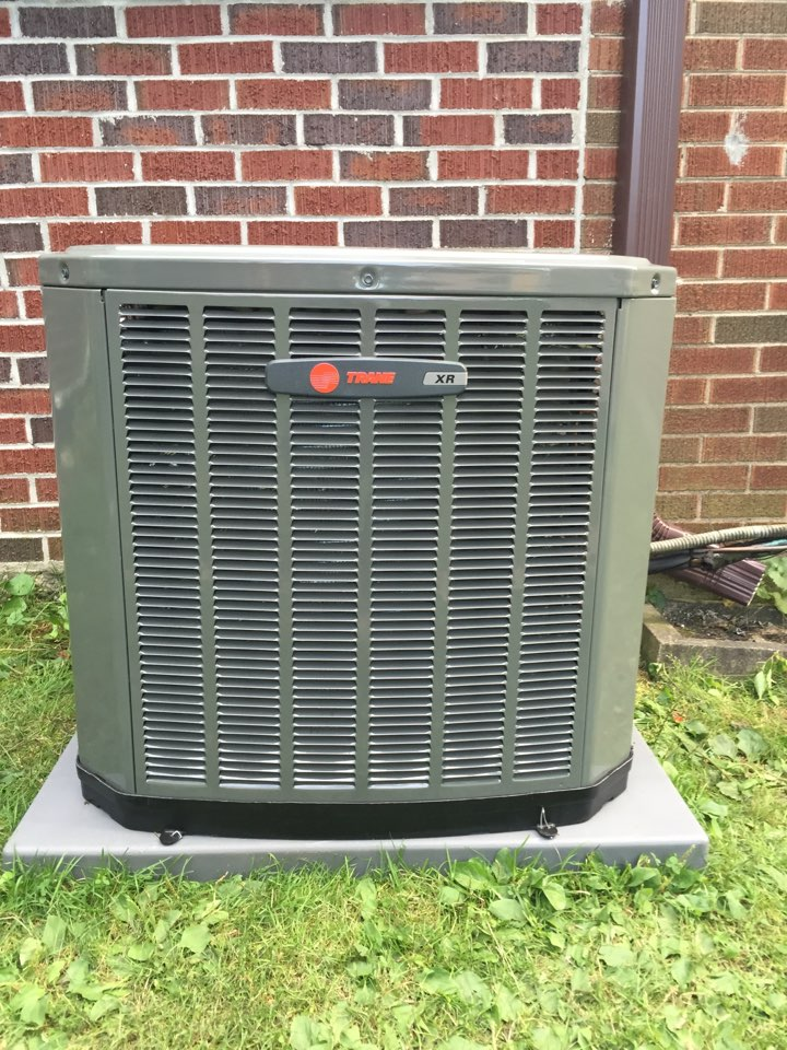 Replacing this old Amana ac condenser and installing a Brand new Trane Xr condenser nothing stops a Trane. in Wilson Terrace, Skokie, IL, USA.