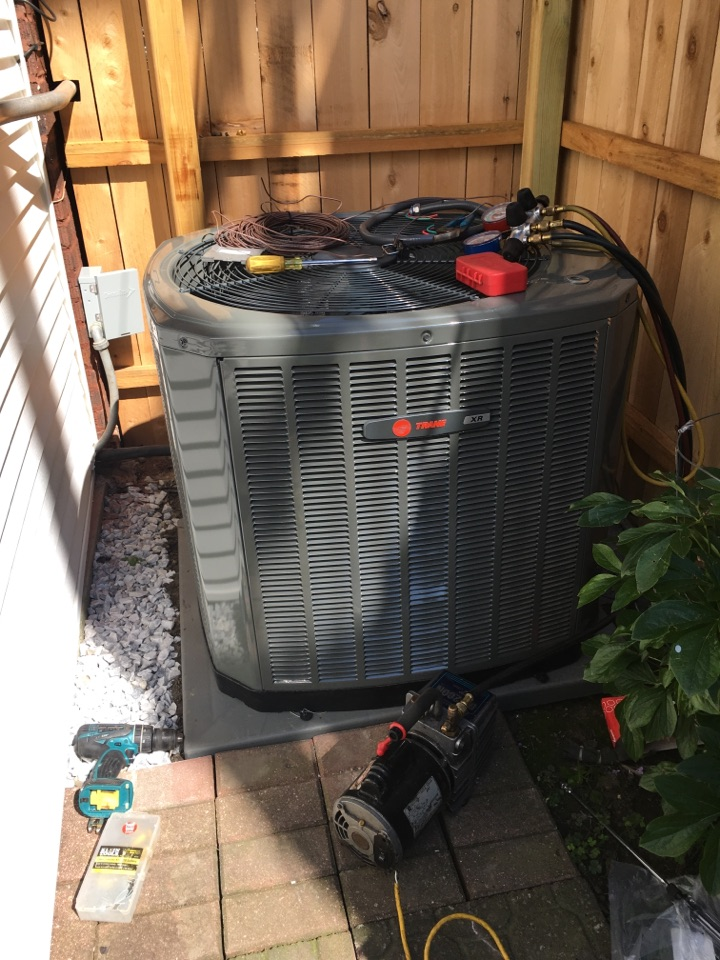 Installing  Trane Xr 16 condenser and a Trane xv 95% efficiency furnace in N Fairfield Ave, Chicago, IL, USA.